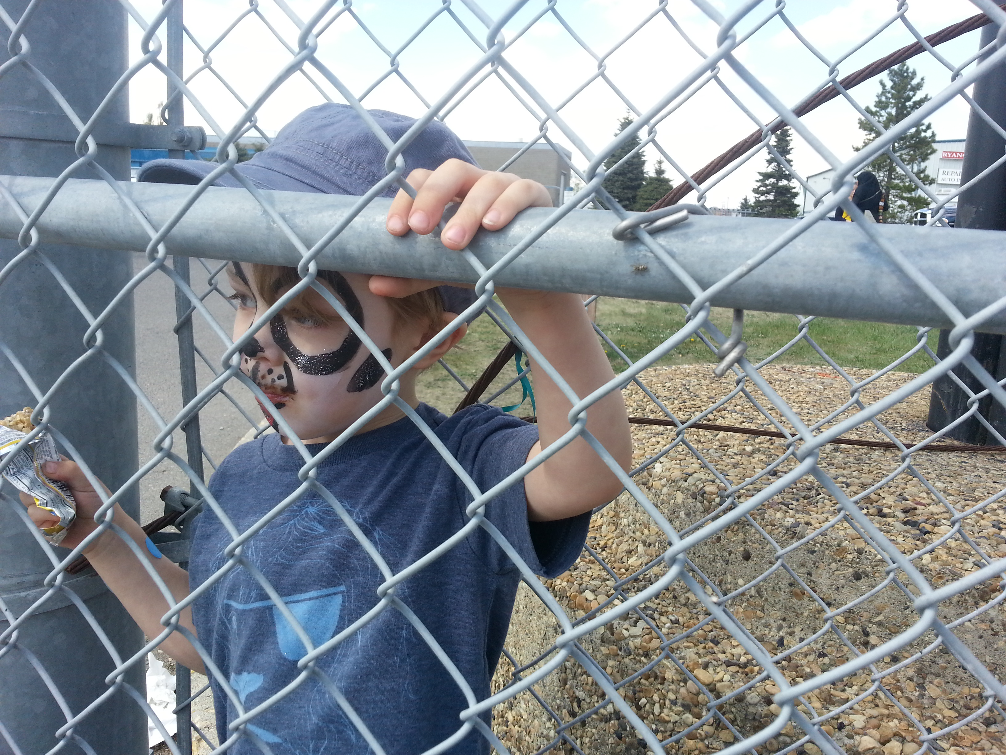 Max-Puppy-Face-Fence-LWWA