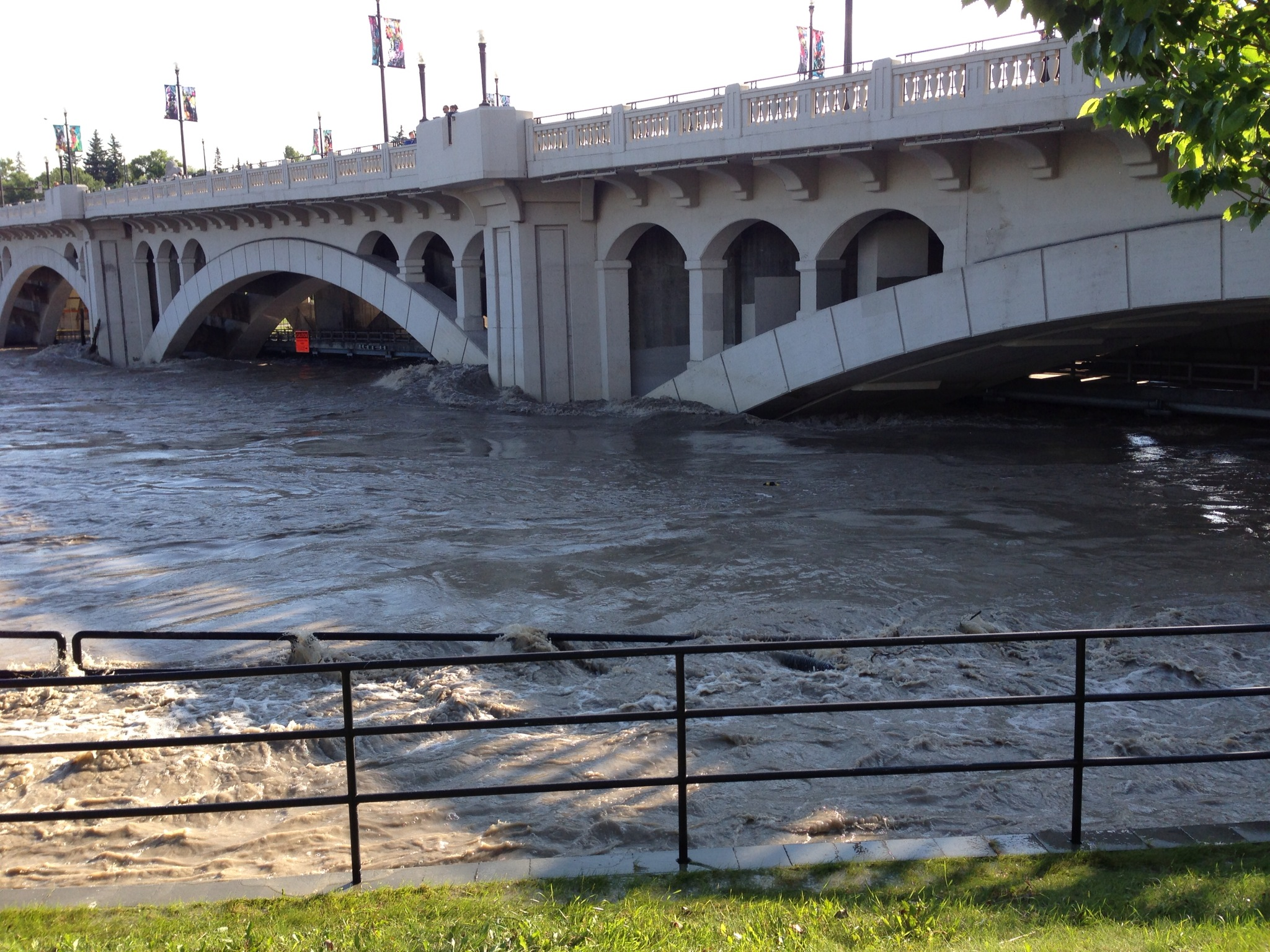 calgary-flood-2013-bridge-lwwa