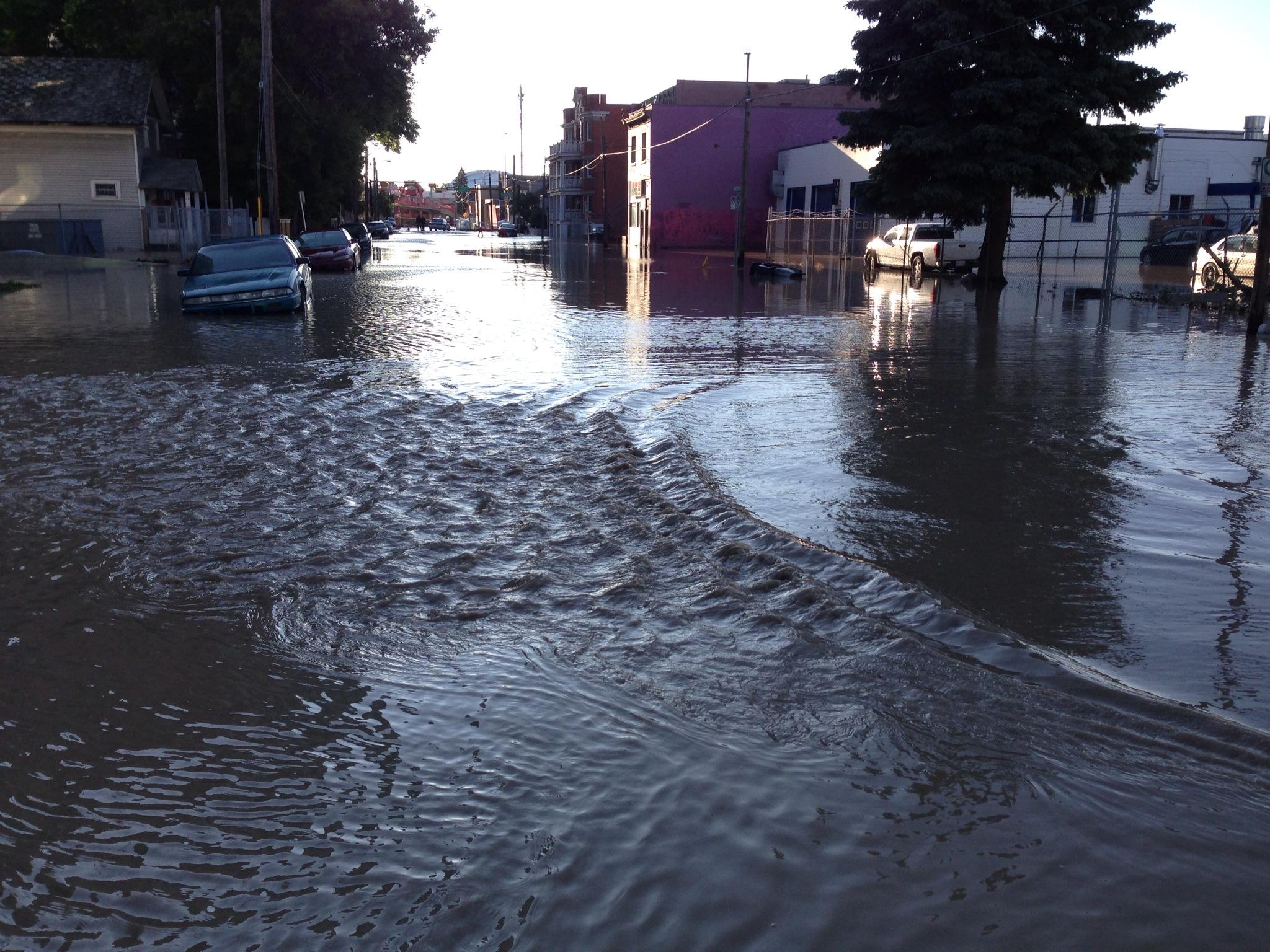 calgary-flood-2013-street-lwwa